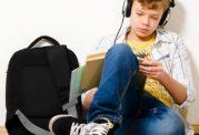 نوجوانان و گوش دادن به آهنگ