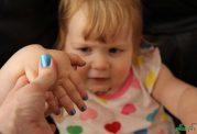عوارض و پیامدهای لاک خریدن برای اطفال