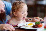 توجه به تغذیه سالم برای خردسالان