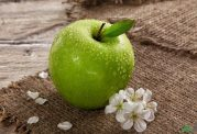 8 دلیل برای اینکه هر روز سیب سبز میل کنید