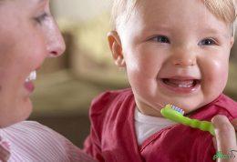 مسواک کردن دندان های شیری