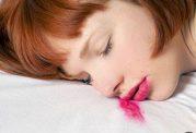 پیامدهای مخرب خواب با آرایش