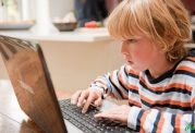 عوارض بازی با وسایل هوشمند برای کودک