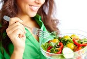 تفاوت سالاد خوردن افراد چاق و لاغر