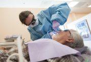 ارتباط خرابی دندان ها با ناتوانی جسمی سالمندان