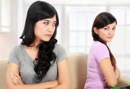 بررسی رفتارهای حسادت آمیز