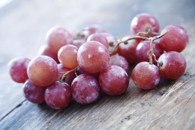 تجربه جوانی و شادابی با انگور قرمز