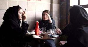 علت ازدیاد دخترخانم های سیگاری