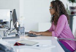 جلوگیری از التهاب و چاقی ناشی از نشستن با این 10 ماده غذایی
