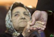 ما باید حواسمان به سالمندان باشد،نه اینکه عصا بدستشان کنیم