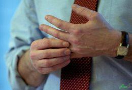 شکستن بند های انگشت و زانو و گردن