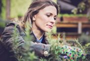 تاثیرات مثبت کاشت  گل و گیاه برای سالمندان