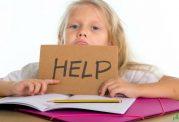 انجام تکالیف مدرسه توسط کودک