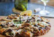 یک پیتزای خوش طعم خانگی