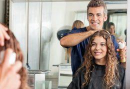 انتخاب مدل مو توسط آرایشگر