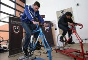 ورزش با دوچرخه ثابت و متحرک