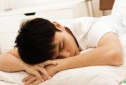 خوابیدن بر روی شکم با انسان چیکار میکند؟