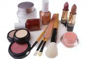 محصولات آرایشی باعث بسته شدن منافذ پوست می شوند