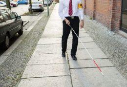 فرد نابینا با کاشت پروتز بینا شد