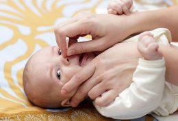 طریقه ی تمیز کردن بینی کودک تازه متولد شده