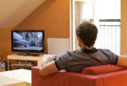 هنگام تماشای تلویزیون چقدر از آن فاصله بگیریم؟
