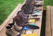چه رنگ کفش هایی در فصل پاییز به گرم شدن پاهایتان کمک می کند