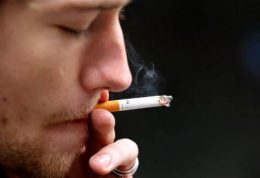 دود سیگار در چشم مبتلایان به HIV