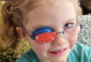 در کودکی تنبلی چشم را درمان کنید