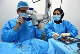 وزیر بهداشت عمل جراحی چشم به صورت رایگان انجام می دهد