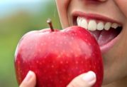 با این روشهای خانگی دندان هایی سفید داشته باشید