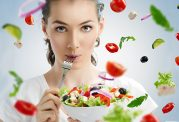 5 عادت غذایی که سلامت پوست شما را به خطر می اندازد