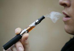 سیگار الکترونیکی مضراتی مشابه با سیگار معمولی دارد!