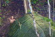 قبیله ای در آمازون که دور از دنیای مدرن زندگی میکنند
