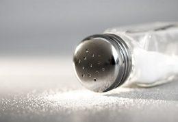 خوردن نمک قبل از غذا برای مشکلات معده مفید است