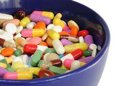 آیا نگهداری دارو در خانه کار درستی است؟