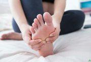 نشانه های خطرناک احساس درد در کف که باید جدی بگیرید!