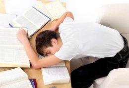 چه عواملی بر اضطراب امتحان تاثیر گذار هستند