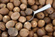 9 ماده غذایی که خوردن آن ها در برخی شرایط خطرناک است