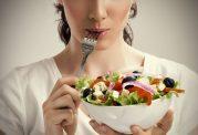 ایجاد مشکلات گوارشی به علت مصرف سالاد با غذا