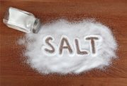کاهش مصرف نمک و افزایش سلامتی