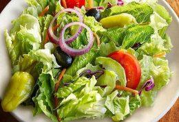 عوارض جانبی خوردن سالاد همراه با غذا