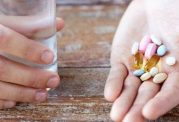 عوارض مصرف چند قرص همزمان در سنین پیری