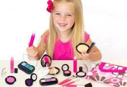 آیا باید نگران آرایش کردن کودکان باشیم؟