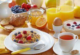 اهمیت خوردن صبحانه در تعطیلات و مسافرت