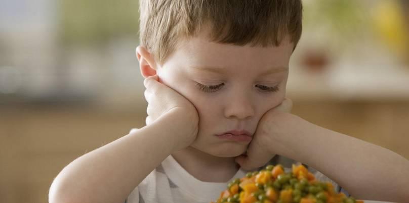 چگونه کودک را به خوردن تشویق کنیم؟