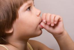 چگونه کودکانمان را از ناخن خوردن بازداریم؟