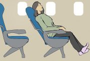 نحوه خوابیدن صحیح در هواپیما