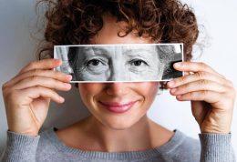 9 روش برای به تعویق انداختن چروک دور چشم