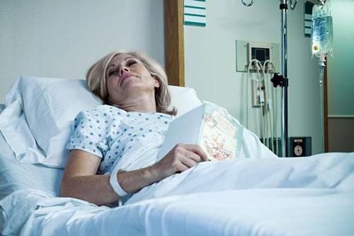 برداشتن تخمدان زنان چه عوارض و عللی دارد؟