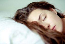 هرگز با موهای خیس نخوابید